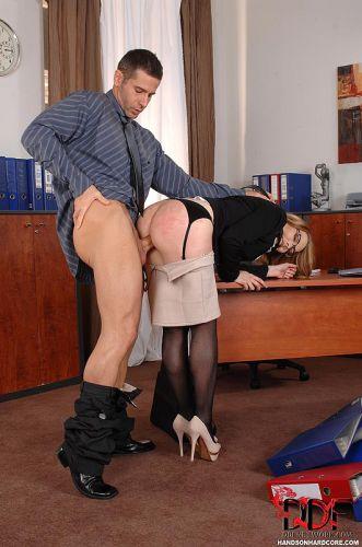 Порно бесплатно секретарша наказана