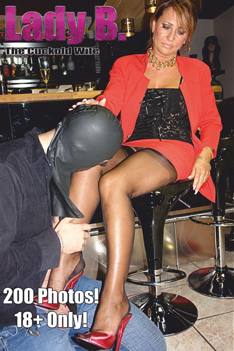 Lady barbara footjob