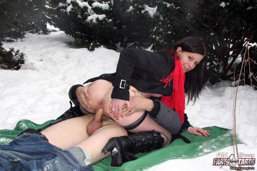 порнофото в зимней одежде